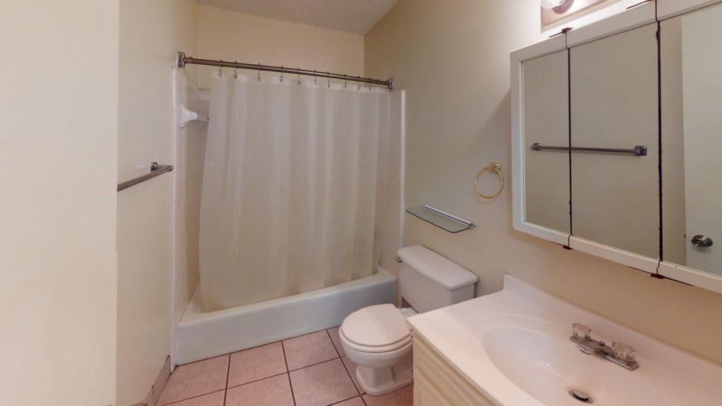 Long-Leaf-Pointe-Townhome-Bathroom (1)